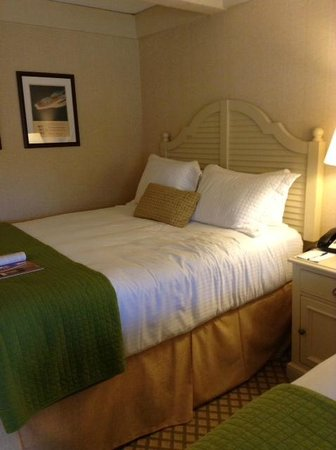 Abbey Resort & Spa: One of the two queen beds