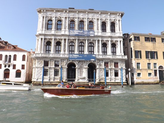 how to get from venice airport to city