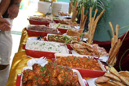 Table Buffet 1 - Picture of Restaurante Italiano Santa Teresa ...