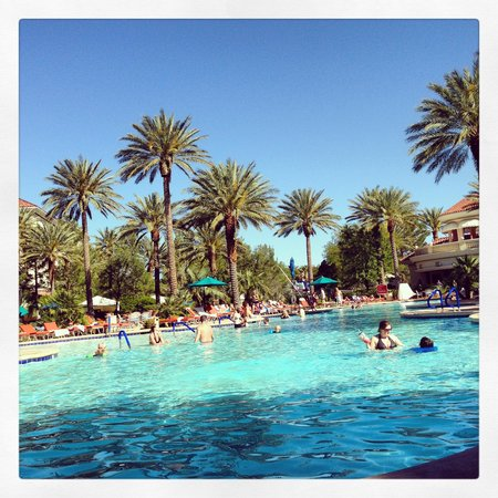 JW Marriott Las Vegas Resort, Spa & Golf: Poolside