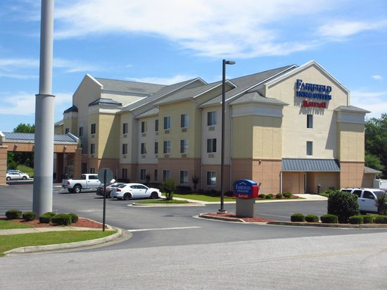 ‪Fairfield Inn & Suites‬