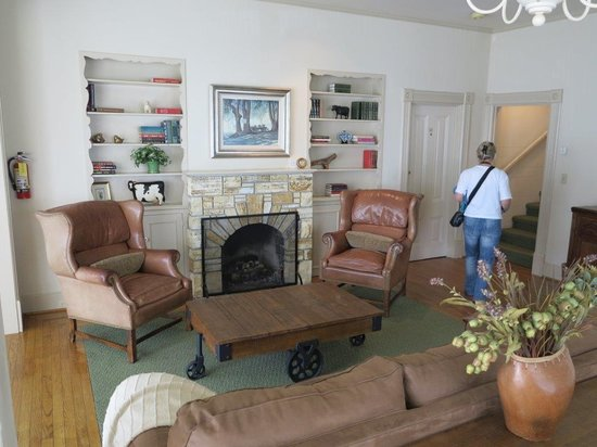 Mission Ranch: Living room in the Farm House