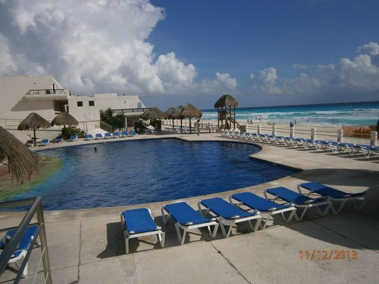Main pool picture of villas marlin cancun tripadvisor for Villas marlin cancun