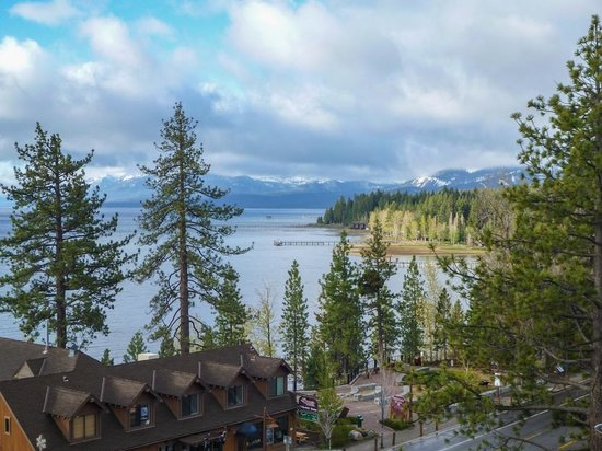 Tahoe City, Californië: Nice views are available from the common deck