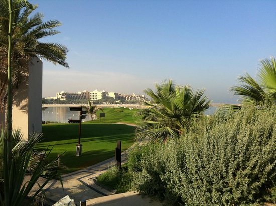 Hilton Ras Al Khaimah Resort & Spa: green grass everywhere