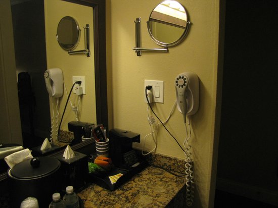 BEST WESTERN Key Ambassador Resort Inn: bathroom