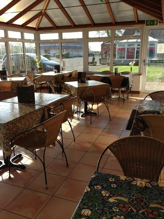 Le jardin cafe kinross restaurant reviews phone number for Restaurant le jardin a domont