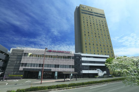how to get osaka castle from ana crowne plaza