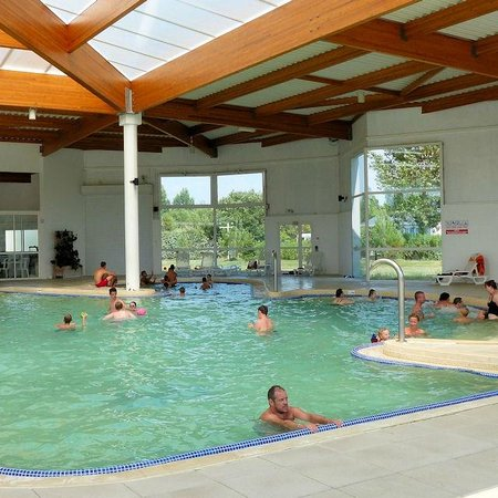 Piscine couverte picture of camping les amiaux saint for Camping piscine couverte