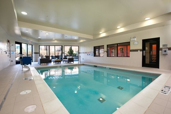 Courtyard Raleigh North/Triangle Town Center: Indoor Pool