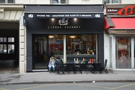 une terrasse pour profiter belles soir es entre amis picture of lisboa gourmet paris. Black Bedroom Furniture Sets. Home Design Ideas