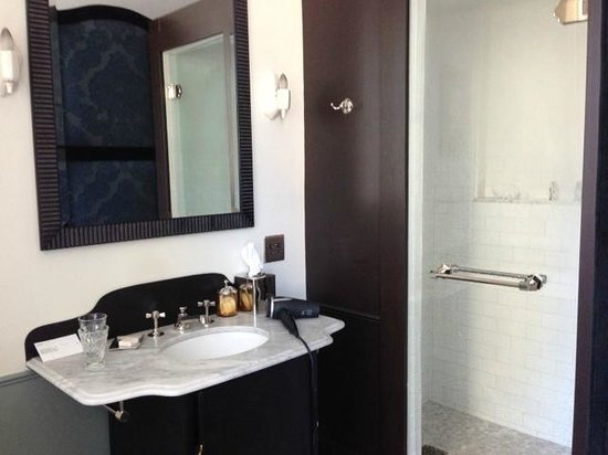 The NoMad Hotel Photo: Bathroom view