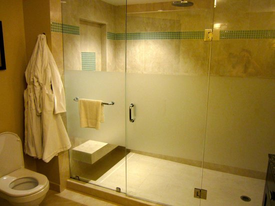 Ocean Two Resort & Residences: I want to steal this shower