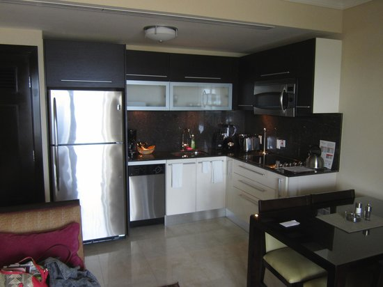 Ocean Two Resort & Residences: Kitchen in our one bedroom suite
