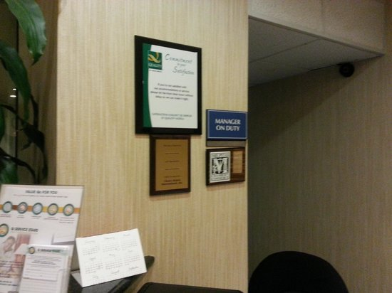 Quality Inn Silicon Valley: Sign states Manager on duty