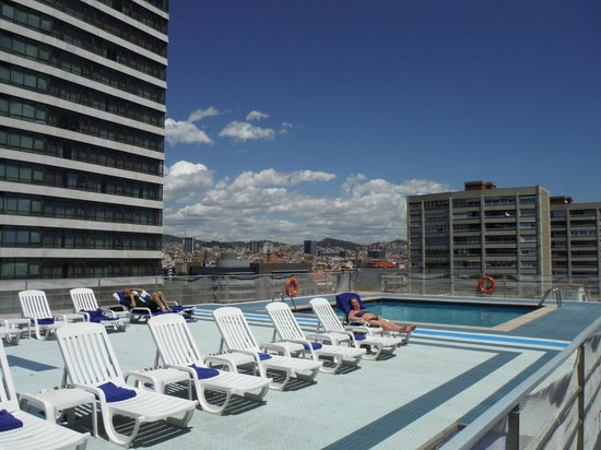 Piscina terrazza picture of expo hotel barcelona for Pool show barcelona