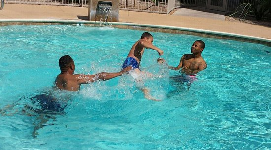 Homewood Suites by Hilton Phoenix Airport South: Mini vacation, Family time at Homewood Suites. Phoenix Arizona.