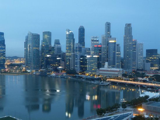 The Ritz-Carlton, Millenia Singapore: Miserable weather but still a great view