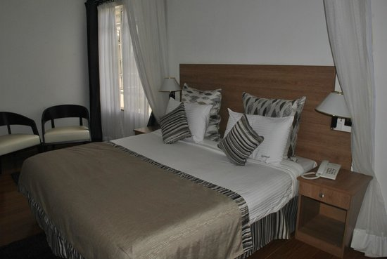 Lukenya Getaway: Confertable bed with enough space in the room