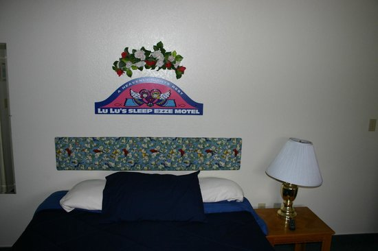 Room decoration picture of lulu 39 s sleep ezze motel page for Sleeping room decoration