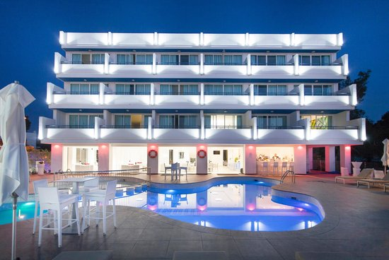 Marina playa apartments ibiza spain apartment hotel for Apartamentos playa