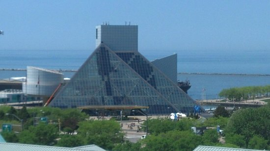 Doubletree Cleveland Downtown / Lakeside: View from Parking Deck