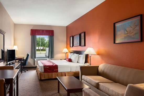 Days Inn & Suites Lakeland