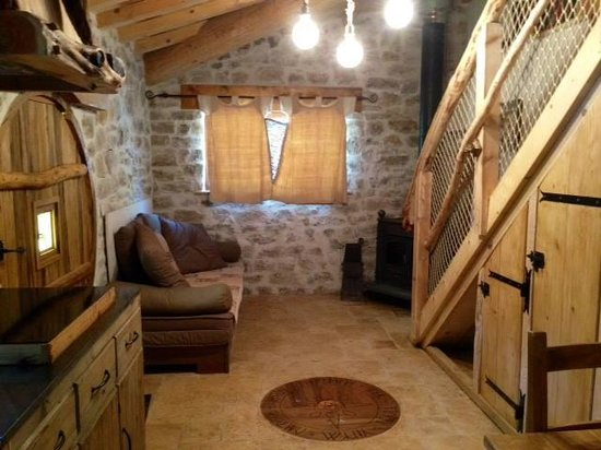 maison tani re des hobbit picture of les cabanes du varon flayosc tripadvisor. Black Bedroom Furniture Sets. Home Design Ideas