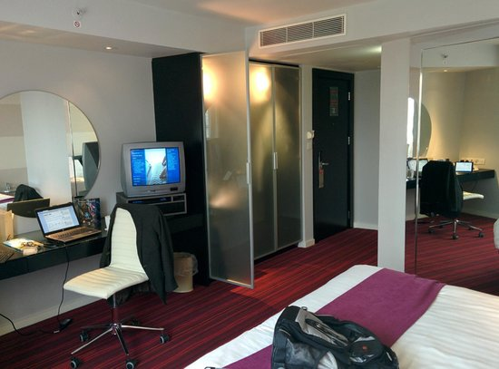 Park Plaza Leeds: View of room from bed to door - notice old CRT TV!