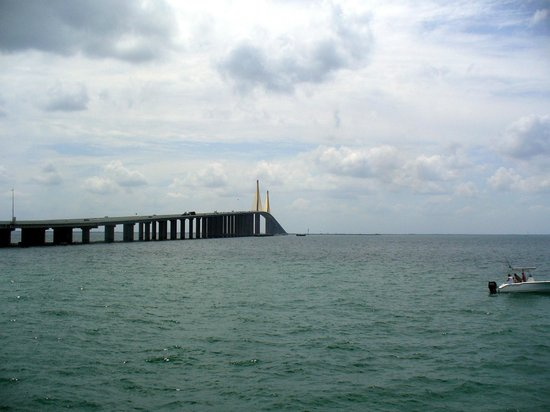 View from the south rest area picture of sunshine skyway for Skyway fishing pier fishing report