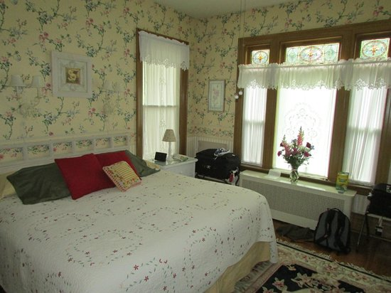 Barrister's Bed & Breakfast: Yellow Rose room