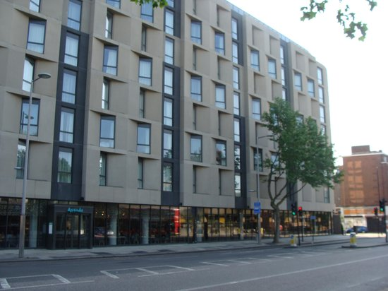exterior of hotel picture of hampton by hilton london. Black Bedroom Furniture Sets. Home Design Ideas