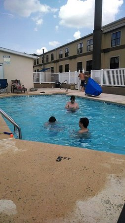 Handicap accessible pool very nice feature picture of Handicapped accessible swimming pools