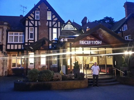 Hotel entrance for Hotels near warwick castle with swimming pool