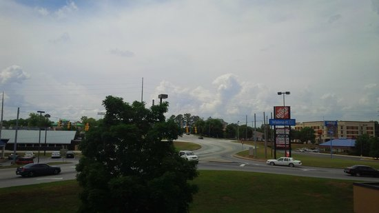 Hampton Inn Conyers: Wonderful View of Incoming Weather! :D