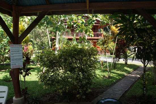 Cabinas Nirvana - Lodge & Resort: Jardin