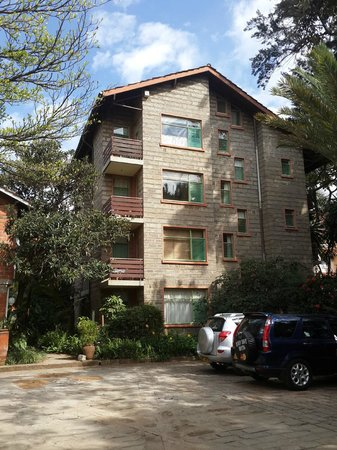 Woodmere Serviced Apartments: View from Main Gate