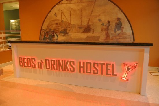 Beds n 39 drinks miami beach fl hostel reviews for Beds n drinks