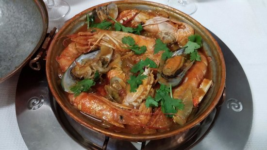 Portuguese traditional food cataplana de marisco for Authentic portuguese cuisine