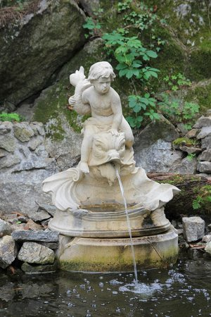 Fontaine picture of le jardin d 39 eden tournon sur rhone for Jardin d eden