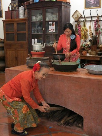 George Town, Malaysia: Annie Lim & Nyonya cooking