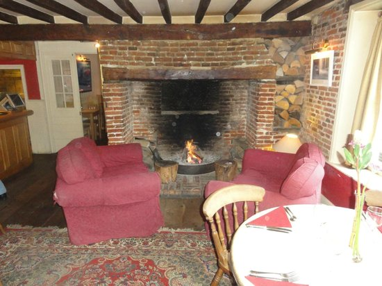 The inviting fireplace picture of swan house restaurant for Best boutique hotels east anglia