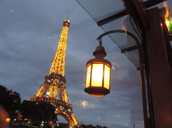 the eiffel tower twinkling her lights for us picture of bateau le