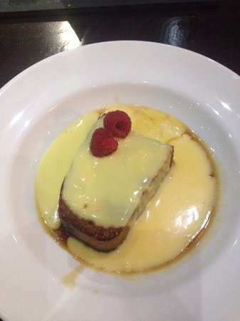 Cake With Chocolate Custard : Chocolate fudge cake with custard - Picture of Ley Arms ...