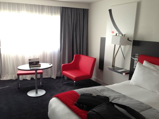 Chambre picture of mercure paris charles de gaulle for Chambre airport