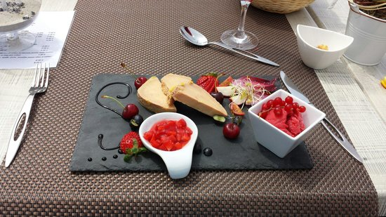 plat a base de foie gras et fruits rouges un d lice. Black Bedroom Furniture Sets. Home Design Ideas