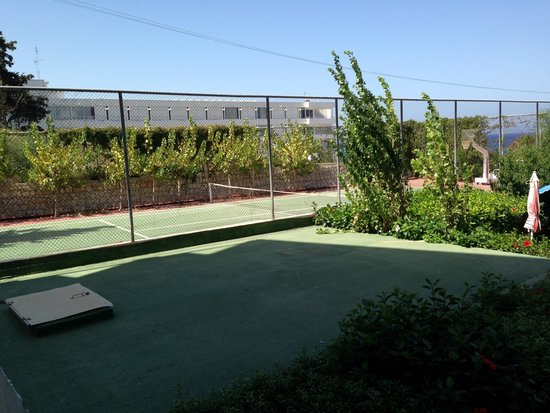 Belair Beach Hotel: Tennis courts from balcony