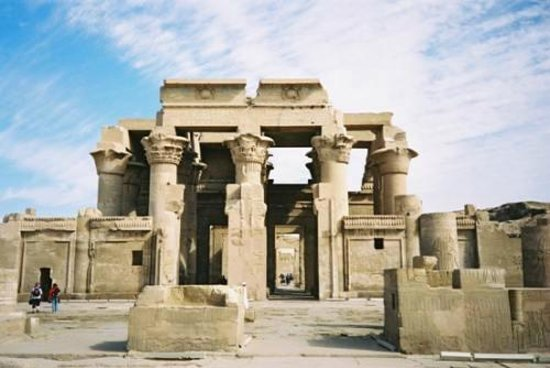 Luxor egypte enjoy visiting the two gods temples in kom ombo city