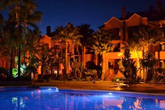 Vasari Vacation Resort: Night