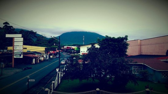 Hotel La Fortuna: Arenal view from the room